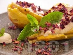 Десерт с печени круши, мед, сирене и бутер тесто  - снимка на рецептата